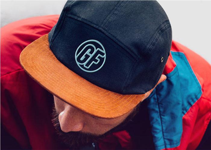 Plantillas simuladas con el logotipo de Cap-With-Realistic-Embroide para descargar y usar para presentar sus logotipos