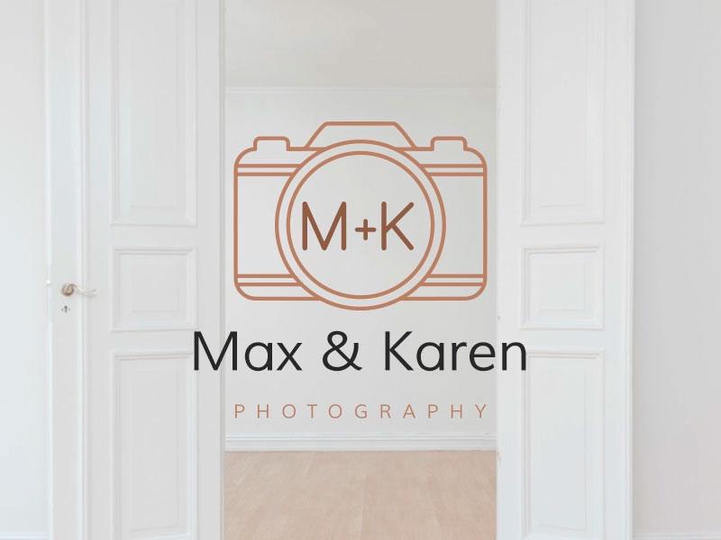 Logotipo de la cámara con iniciales.