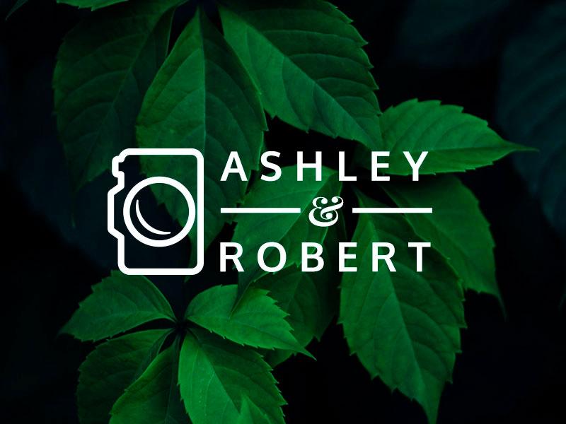 Logo con una cámara en su logo lateral.