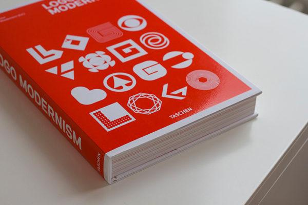 Libros esenciales de diseño gráfico, logo modernista