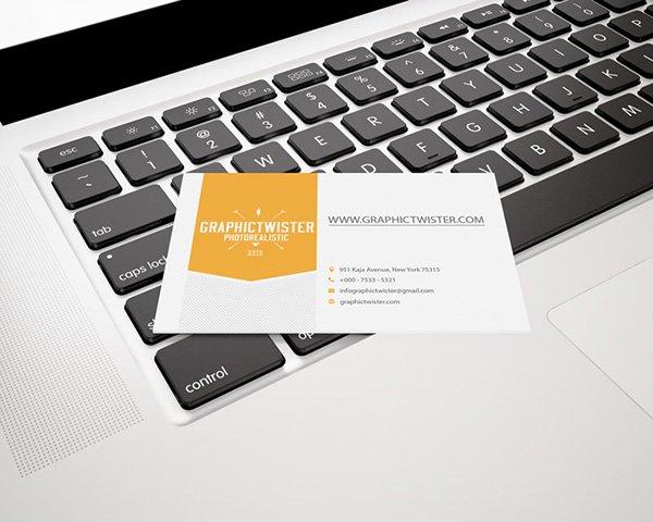 Fantástica mockups de una sola tarjeta de presentación en MacBook Pro