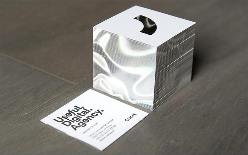 diseño de tarjeta de visita de borde de papel holográfico