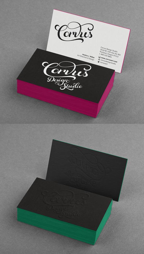 Maqueta de tarjeta de visita de borde coloreado en relieve