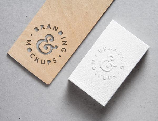 Recorte de madera y maqueta B-Card en relieve