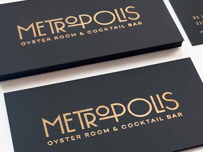 Logo Design Trends 2020 - Logotipos de oro y metal ejemplo 5